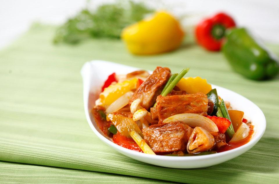 Sử dụng gia vị hoàn chỉnh cho món sườn xào nấm chua ngọt đưa cơm