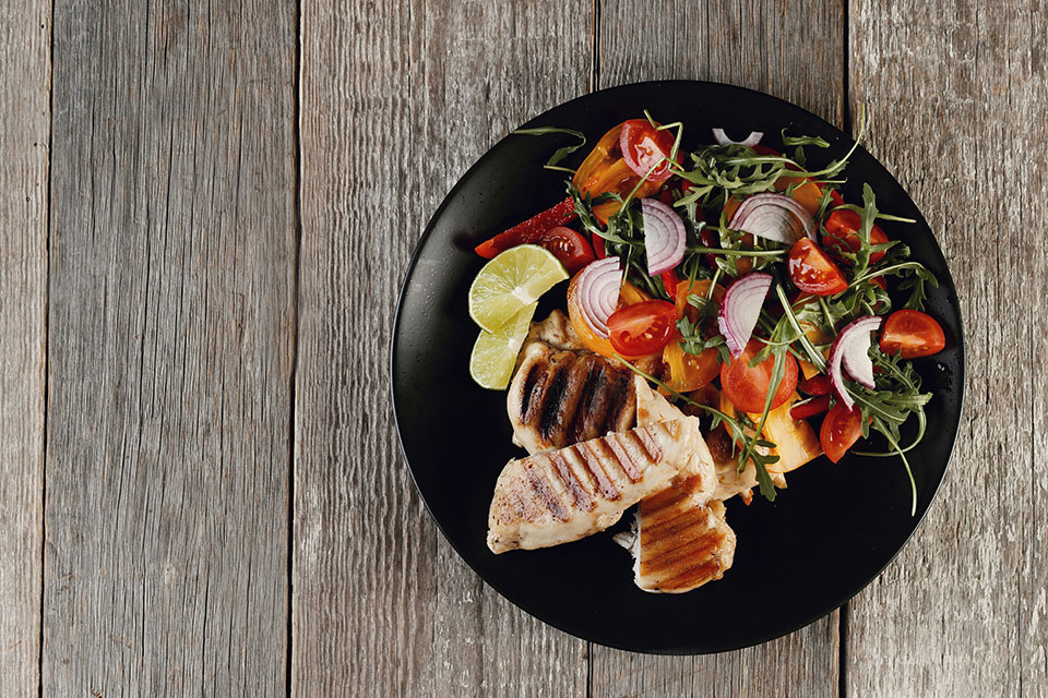 Bột lá chanh cho món salad gà nướng thơm ngon