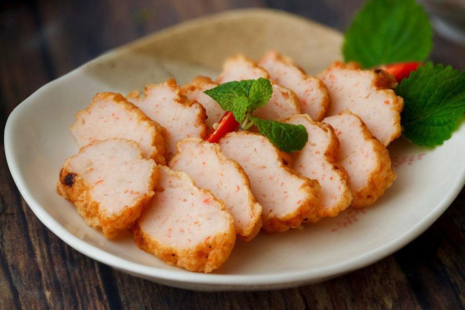 Gia tăng hương vị cho món chả tôm giòn dai bằng bột tôm